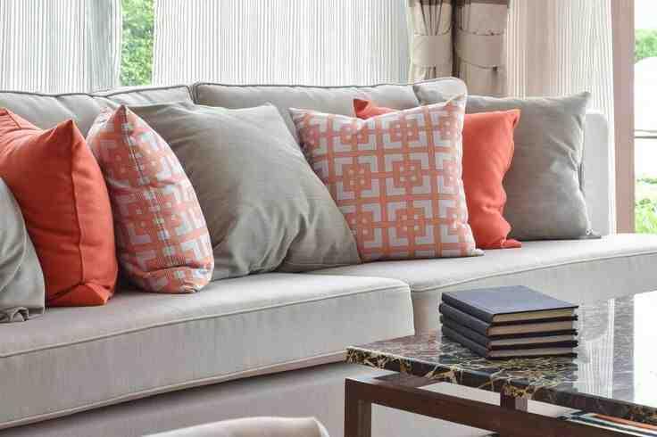 Comment décorer un canapé avec des coussins