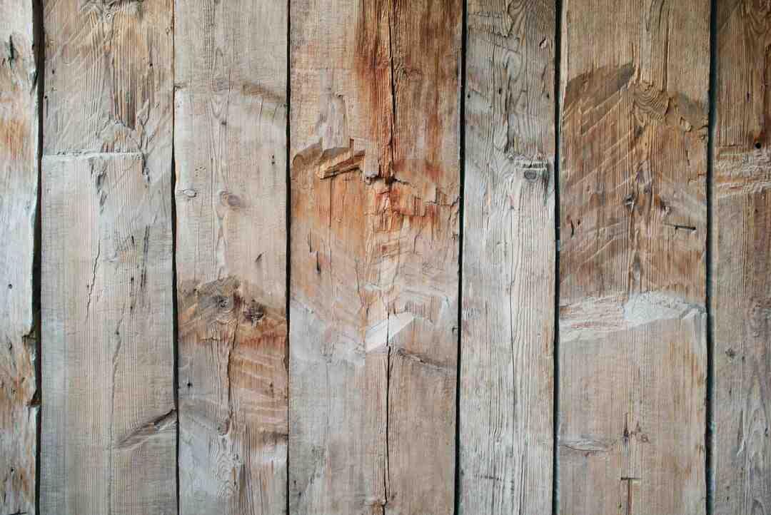 Comment fixer panneau bois